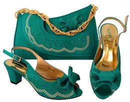 Zapatos de vestir de teal para las mujeres online-Bonitos zapatos de vestir para mujer de color verde azulado con pedrería y corbatín de diseño gatito, tacón, 6.5 CM, zapatos africanos, juego de bolsos a juego MM1046