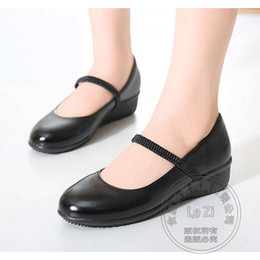Wholesale Breathable Work Shoes For Woman - Slip On Shoes For Women Comfortable Work Shoes Mother All Match Soft Outsole Solid Color Black PU Soft Leather Plain Designer