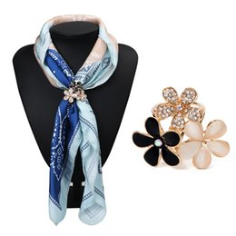 Wholesale Turquoise Pins - Wholesale- Classic American Europe Beauty Color Flowers Shaped Imitation Natural Turquoise Brooch Pins Women Three Buckles Scarf Clips
