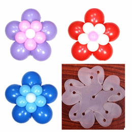 2019 hacer globos 200 unids / lote 10 agujero hacer flor Sello Clip Multi Balloon Sticks Ballon Accesorios Plum Flower Clip Práctico Clamp Sellado Globo