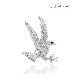 Spilla di uccelli di cristallo online-Cina all'ingrosso Nuovo design di moda Clear Crystal Flying Eagle Bird Spilla Pins Spilla gioielli animali spilla