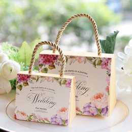 Wholesale Yellow Wedding Party Favors - High Class Wedding Favors Gift Boxes 2017 New Arrival Hard Card Paper Made Favor Holders Favour for Candy