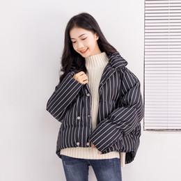 Las mujeres de estilo coreano bordado parche denim bombardero chaqueta estriada abrigo de manga larga corto outwear abrigos ocasionales de algodón de las señoras caliente outwear desde fabricantes