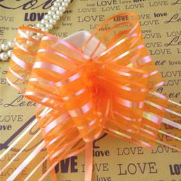 2019 confezione regalo arancione Di alta qualità - 50pcs / lot 5 cm di grandi dimensioni di colore arancione organza tirare archi per la cerimonia nuziale auto arredamento da sposa organza tirare fiore nastri regalo avvolgere confezione regalo arancione economici