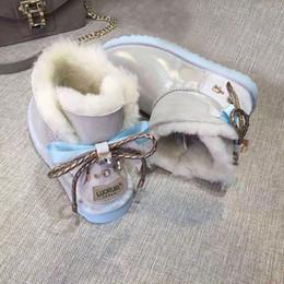 Wasser rutscht online-Neue australische Schneeschuhe weibliche kurze Stiefel Winter Wasser Diamant Bogen flache Watte Schaffell eine rutschfeste Stiefel