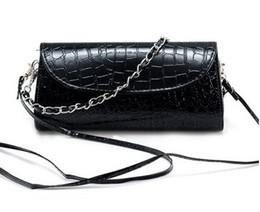 Negro rojo blanco crossbody embragues bolsos online-Nuevas mujeres de color caimán bolso de hombro cruzado de color puro señora bolsa de embrague de la noche de la moda negro / blanco / rojo color no90