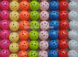 Wholesale Freies Verschiffen nagelneues Farben Luftstrom Golfball Praxis Plastik perforiert