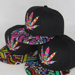 2019 tappi piatti coreani Versione coreana di cappello hip hop ricamato in foglia d'acero lungo il cappello da baseball berretto totem a gronda piatta cappelli produttori all'ingrosso tappi piatti coreani economici