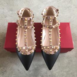 Gold-knöchel-wrap-sandalen online-Echtes Leder Strap Nieten Flache Ferse Schuhe Spitz Knöchel Wrap Nieten Sandalen Lackleder Wohnungen Schuhe Damen Valentinstag Schuhe