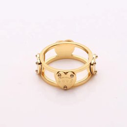 Letras de anillos de oro online-Comercio al por mayor de joyería letras T amor 18 K anillo de oro rosa corazón perforado en forma de corazón anillo anillo de pareja
