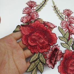 Apliques para manualidades online-Rose Applique Clothes Parts Calcomanías Collar Artesanía Artículos Decorativos DIY Flor Roja Bordado Eco Friendly Popular 2 95lh C R