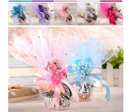 fiori per le scatole di caramelle Sconti Bomboniera acrilico Classico Romance Scatole colorate di caramelle a forma di cigno con scatole regalo bomboniere annodate a fiori