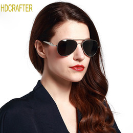 Praia moda coreia on-line-Óculos de sol para as mulheres coreia do rosto oval homens mulheres caso escudos laterais teste da polícia china cor de vidro atacado óculos de praia vr46 mens moda
