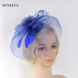 Véus de casamento azul-real on-line-Senhora elegante Azul Royal Véu Do Partido Mãe dos Chapéus De Noiva Acessórios Do Cabelo Do Casamento Tulle De Cocar de penas