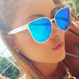 gros hip hop femmes des lunettes de soleil Promotion Gros- VictoryLip Oeil de Chat Hip Hop Mode Lunettes de Soleil Femmes Miroir Marque Designer Cool Hommes Dame Lunettes de Soleil Femme Haute Qualité Cateye
