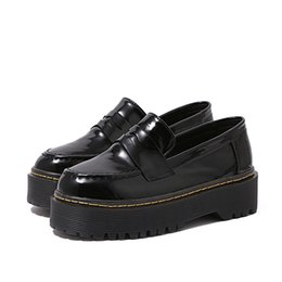 Wholesale Womens Platform Oxford Shoes - Womens Flats Round Toe Patent Leather Platform Shoes Oxford slip on Derby Shoes Brogue Shoes thread black