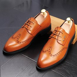 Wholesale Vintage Lace Cut Out Oxfords - Men's Vintage Carved Brogue Shoe Dress Wedding Shoes Mens Fashion Lace-Up Office Business Oxfords Man Casual Nightclub Party Driving Flats
