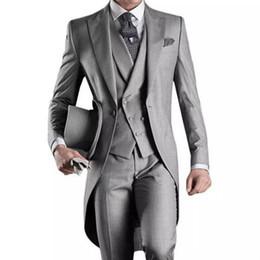 pantaloni di vestito dal cielo blu degli uomini Sconti 2019 Smoking smoking su misura Grigio Groomsmen Best man Abiti da sposa uomo (Jacket + Pants + Vest) Tailcoat vestito da smoking EW7102