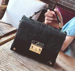 Wholesale Doctor Casing - contrast color crocodile pattern Doctor Bag 2017 new personality lock case bag single shoulder crossbody messenger women bag