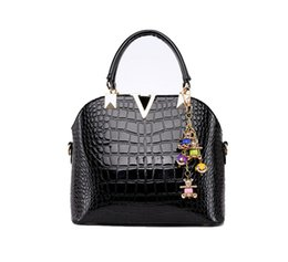 Wholesale V String Women - V Crocodile Pattern 2017 Women Hot Luxurious Brand Totes Shoulder Handbags Purse Crossbody Clutch Cow Leather High Quality Clutch HG051808