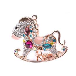 Caballos de imitación llaveros online-Rhinestone Crystal Lovely Hobbyhorse Keychain Pretty Novela aleación bolsa de caballo oscilante hebilla Key Holder colgante para mujeres regalo