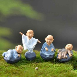 4 Pçs / set Dos Desenhos Animados Pequeno Monge Ornamentos Miniaturas de Fadas Jardim Musgo Terrários Handmade Artesanato Decoração Acessórios DIY Zakka Kid's Brinquedos de