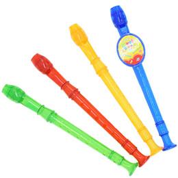 La flûte peut être retentit de jouets musicaux de quatre couleurs, fête de vacances amusante petit jouet en gros. ? partir de fabricateur