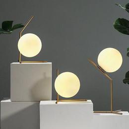 Nordic creative moderne simple salon salle à manger chambre lit boule de verre lampe LED livraison gratuite ? partir de fabricateur