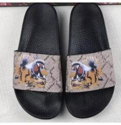 2019 modelos flip Misturar 20 modelos 2018 mens moda impressão tigre trek sandálias de slides chinelos com fundo plano causal chinelos de praia tamanho euro35-46 modelos flip barato
