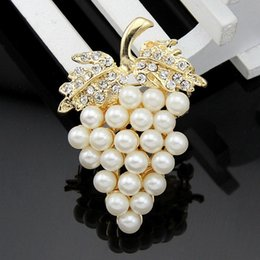 Wholesale Crystal Grapes Wholesalers - Grapes Brooches Imitation Pearl Crystal Rhinestone Flower for Wedding Bridal Dresses Clip Scarf Buckle Pins DHL Free Shipping