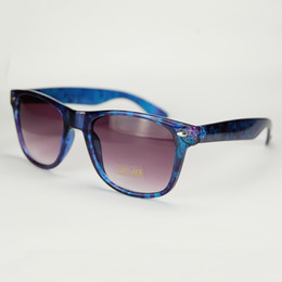 wholesale beautiful sunglasses Promo Codes - Wholesale Beautiful Deep Blue Translucent Illusory Sunglasses Absolute Succinct Frame With Calico Flowers Pattern