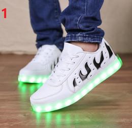 новый 2017 повседневная моделирование LED обувь женщины LED lighe обувь женщины кожа Led белый свет обувь для взрослых от