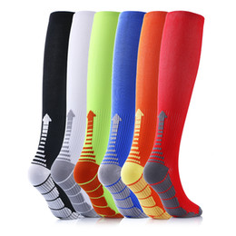 Wholesale Wholesale Red Striped Socks - 2017 Graduated Compression Performance Compressi Dynamic Compression Fit 6 Pack Unisex Compression socks 6 colors Long men's socks