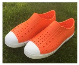 taglia 44 sandali Sconti Donne Native Jefferson Shoes Sandals 2017 Fashion Lovers Hole Shoe Scarpe piatte Casual Native Summer Shoes taglia 35-44