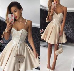 2017 Büyüleyici Bir Çizgi Mezuniyet Elbiseleri Sevgiliye Boyun Çizgisi Aplikler Kolsuz Elbise Akşam Giymek Kısa Fermuar Geri Ucuz Kokteyl Elbiseleri cheap zipper charms nereden fermuarlı takılar tedarikçiler
