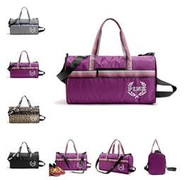 Wholesale Waterproof Nylon Duffel Bag - VS PINK Letter Yoga Bags Handbags Travel Bags LOVE Pink Duffle Shoulder Bags Fashion Fitness Beach Bag Waterproof Totes 4 Designs LC518