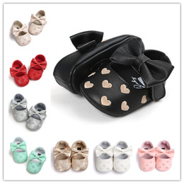 Wholesale Toddler Shoes White Walkers - Newborn Shoes Baby pu First Walkers lovely sweat-heart embroidery Infants Toddler bow shoes Baby Girls soft sole Moccasins Footwear