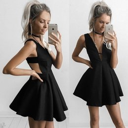 Wholesale Cheap Red Dresses For Juniors - Fashion Little Black Short Homecoming Dresses Sexy Backless Mini Short Graduation Cocktail Dresses for Juniors A Line V Neck Cheap