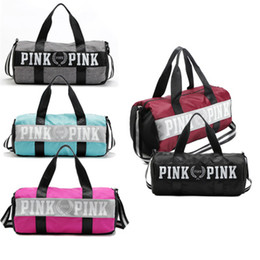 Wholesale Wholesale Sports Duffle Bags - Pink Letter Handbags Travel Bags Beach Bag Duffle Striped Shoulder Bags Large Capacity Waterproof Fitness Yoga Bags