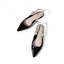 Liu Yifei com a fita com uma carta arco ponta sapatos de salto baixo após a mistura de sandálias de couro Baotou sapatos baixos cheap shoe tips de Fornecedores de dicas de sapato