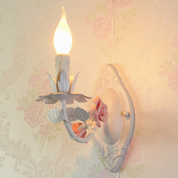 Fiori di ferro rustico online-Lampade da parete moda ferro rustico bambino camera da letto luci illuminazione del balcone luce della parete specchio faro Rosa fiori e luci