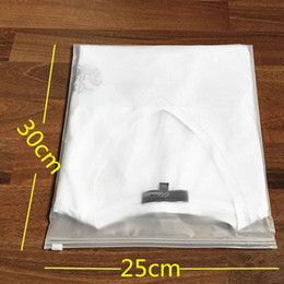 Wholesale Plastic Rolls For Waterproofing - 25*30cm Matte Frosted Travel Storage Pouches Sealed Waterproof Transparent Zip Lock Bags For Clothing Clothes ZA4113