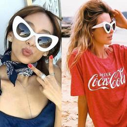 Gafas de sol rojas de gran tamaño online-Al por mayor-Ojos grandes ojo de gato gafas de sol de la vendimia de las mujeres superior de la manera blanco de gran tamaño sexy gafas de sol ojo de gato para las mujeres negro rojo lentes de sol