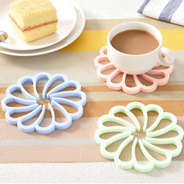 Wholesale Modern Kitchen Gadgets - Wholesale- Kitchen Tools Accessories Coasters Silicone Placemat Cushion Mug Tableware Cup Pad Mat Candy Cocina Gadget