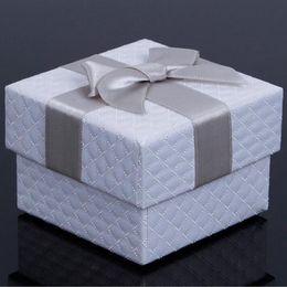 2019 scatole regalo per spilla Multi Colors Jewelry Box 7.5 * 7.5 * 5.1 cm Bow Spille Confezioni Regalo per la Collana Anello Orecchino Casi di Imballaggio Display ZA3872 scatole regalo per spilla economici