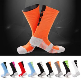 Wholesale Running Compression Socks - 2017 Thicker Men Towel Bottom Basketball Training Socks Breathable Anti-slip Soccer Riding Fitness knee-high Male Compression Socks