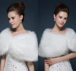 Migliori pellicce di faux online-Le migliori vendite Faux Fur Wedding Wraps Free Style Giacche da sposa Stock Scialle caldo Bolero Accessori da sposa 2018 CPA1051
