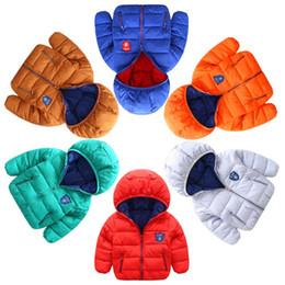Roupas brancas para meninas on-line-Meninos de inverno meninas jaqueta de neve tesouro casaco dos desenhos animados de algodão acolchoado roupas infantis casaco Kid luz para baixo jaqueta esporte