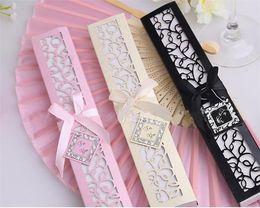 Feste del partito cinese online-Seta cinese pieghevole Pieghevole seta mano fan in elegante confezione regalo taglio laser Bomboniere regali di nozze