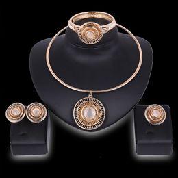 afrikanische goldarmbänder großhandel Rabatt Großhandel Vergoldet hohl Runde Drehmoment Halskette Armreif Ring Set für Frauen Braut Afrikanischen Schmuck Sets Halskette Ohrringe Armband Ring